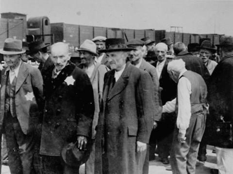 La sélection des juifs et des tziganes à Auschwitz