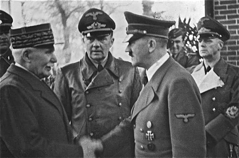 Alt Hitler et Pétain se serrant la main en 1940