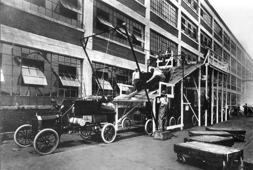 Alt Chaîne de montage des usines Ford à Détroit en1913