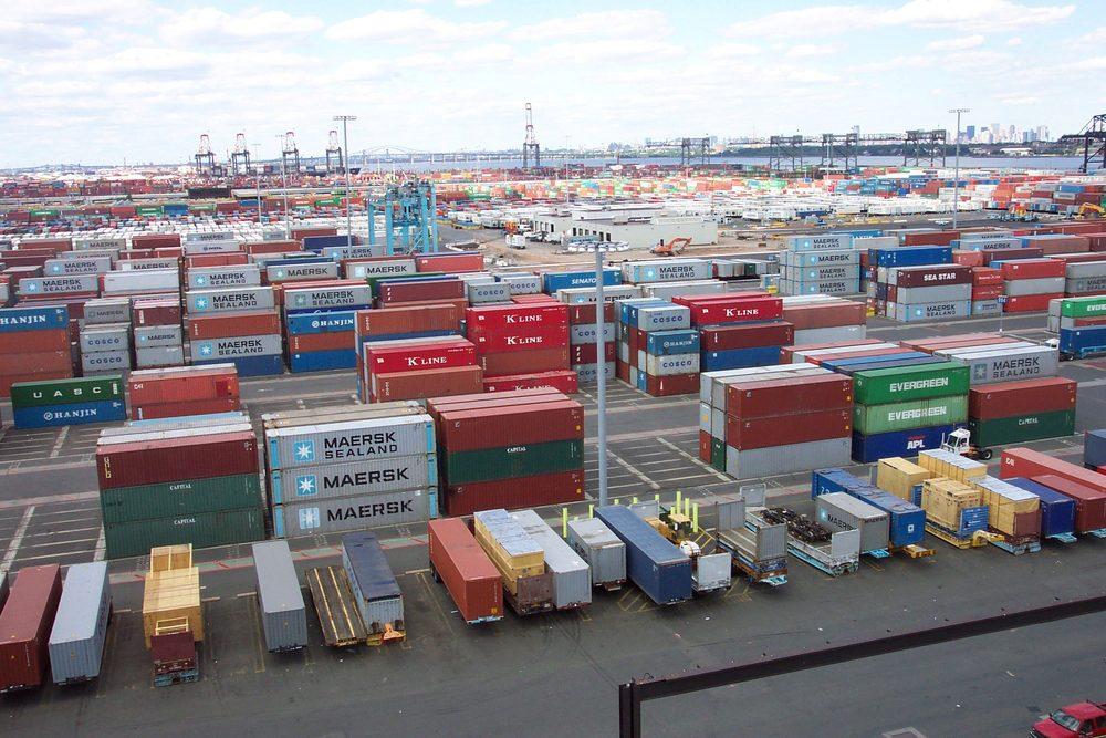Alt Port avec des conteneurs aux États-Unis