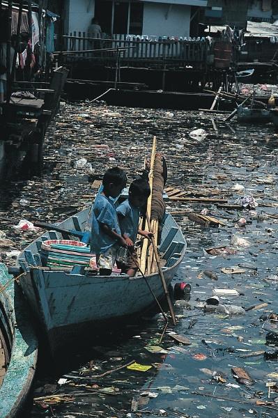Les eaux particulièrement polluées de la baie de Minamata au Japon ©Stephen Codrington géographie cinquième