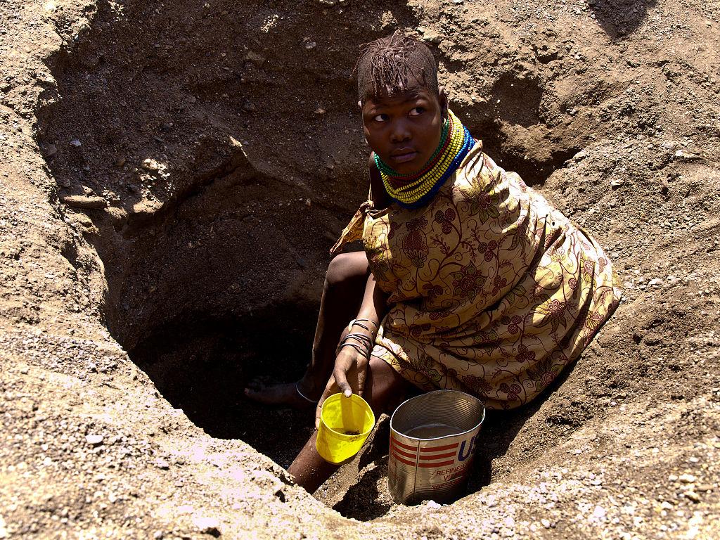 L'eau boueuse, issue des rivières asséchées, est parfois la seule eau disponible pour certaines populations d'Afrique de l'Ouest ©Oxfam East Africa