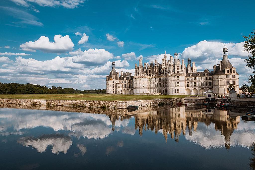 Le château de Chambord. Débutée en1519, sa construction s'est achevée en1547. Le château est situé dans une forêt, près de Blois