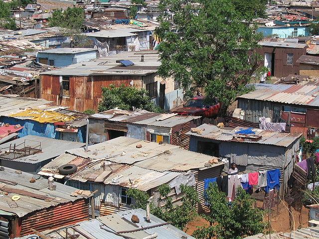 Un bidonville en Afrique du Sud-géographie-6e