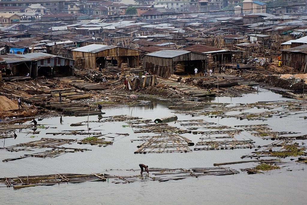 Un bidonville de Lagos, au Nigeria ©Stefan Magdalinski – 23 juin 2011