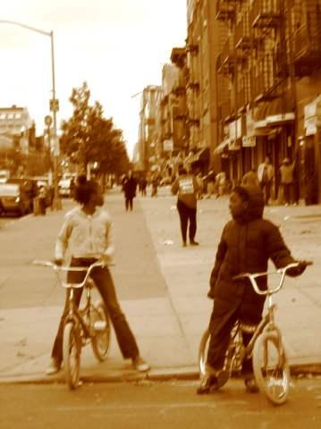 Des enfants dans le quartier de Harlem, à New York, en 2006. ©Sandra Matzel