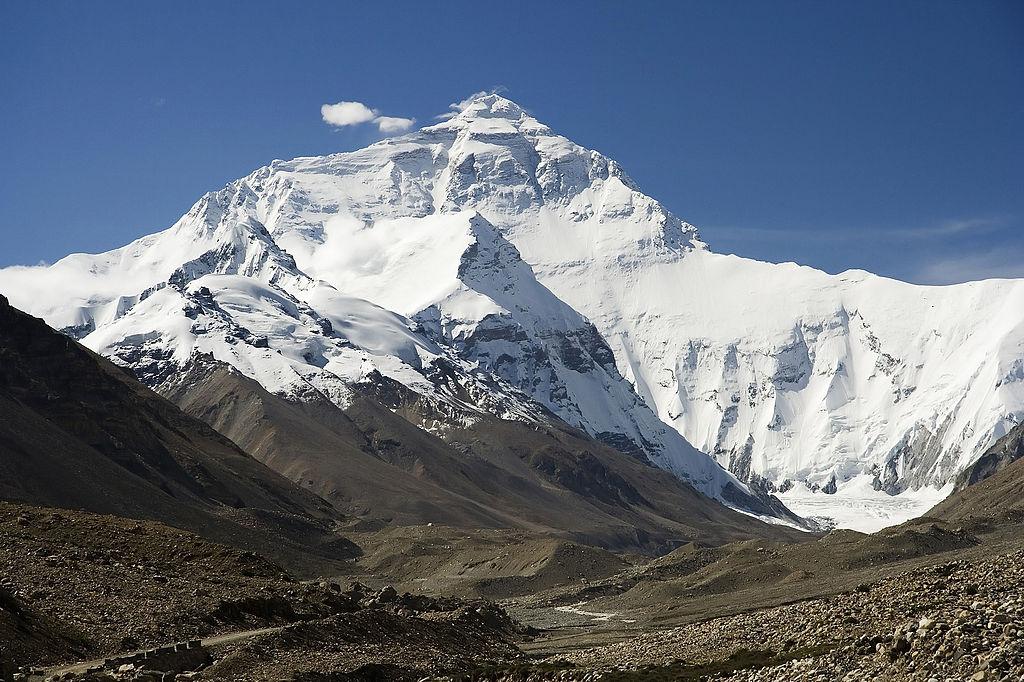 L'Everest, situé dans l'Himalaya, est la montagne la plus haute du monde avec ses 8848mètres ©Luca Galuzzi – 18août 2006