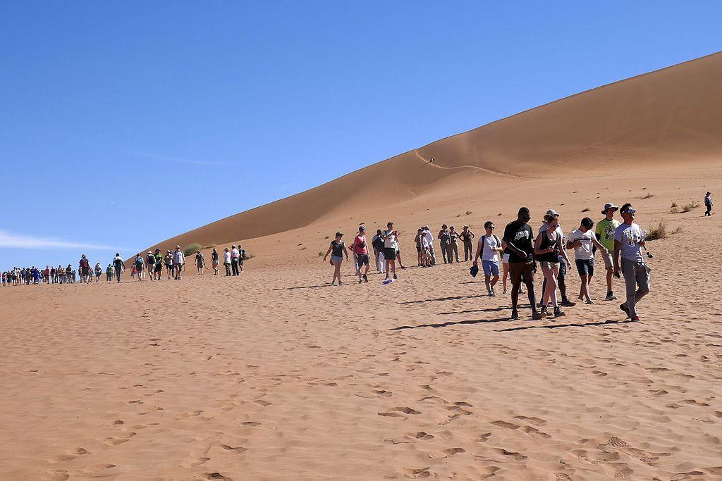 Des touristes dans le désert du Namib, en Namibie ©J-Elle