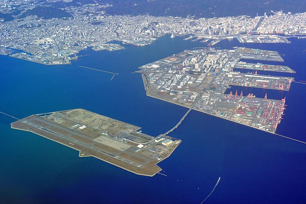 Le port et l'aéroport de Kobe, dans la baie d'Osaka, au Japon ©663highland