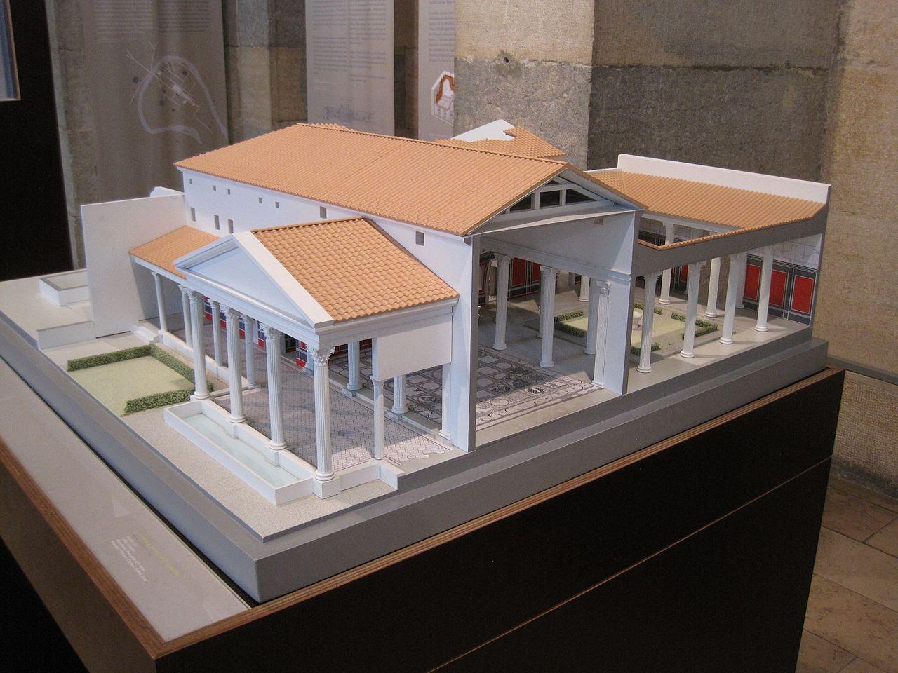 Reproduction d'une maison particulière romaine (dodus) au début de notre ère ©Arnaud 25