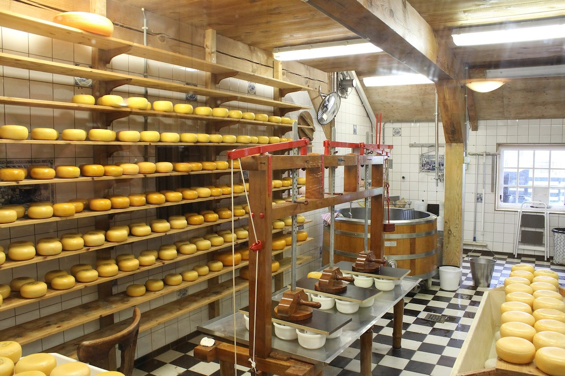 Un laboratoire de fabrication de fromages