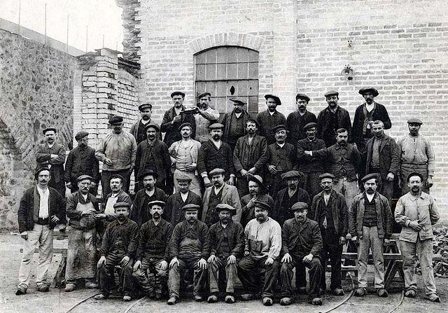 ouvriers usines révolution industrielle